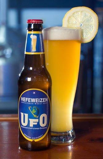 UFO-Hefeweizen-Bottle-Glass